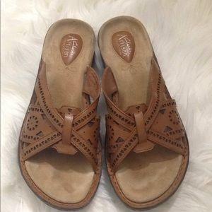 Clarks Women's Brown Sandals Flip Flops Size 8